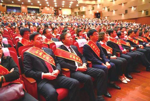 """领路人教育被评为""""中国教育行业信用AAA级单位"""""""